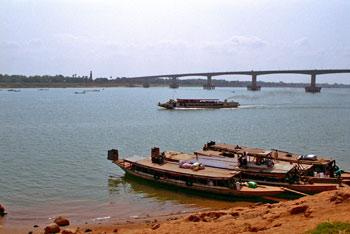 050220_06 きずな橋 Copy Right Mekong Country Phot...
